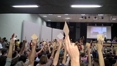 300 x 199. Docentes da UFRJ rejeitam proposta de greve imediata.